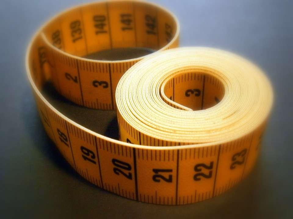 Снятие мерок для определения точного размера одежды